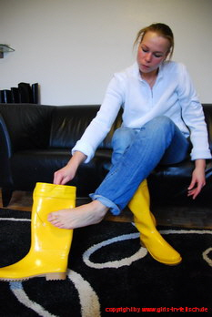 Rachel in yellow Zecchin rubber boots
